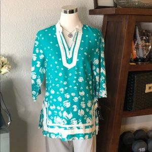 (21) NWT Style & Co. Green and White Tunic